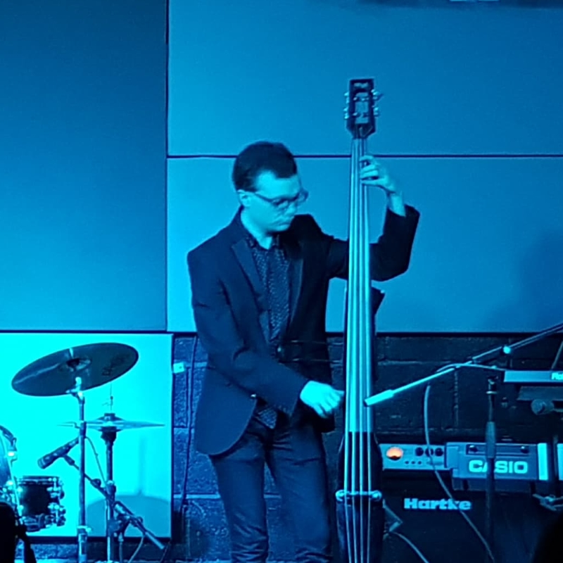Zingaro Chris Jones - Bass